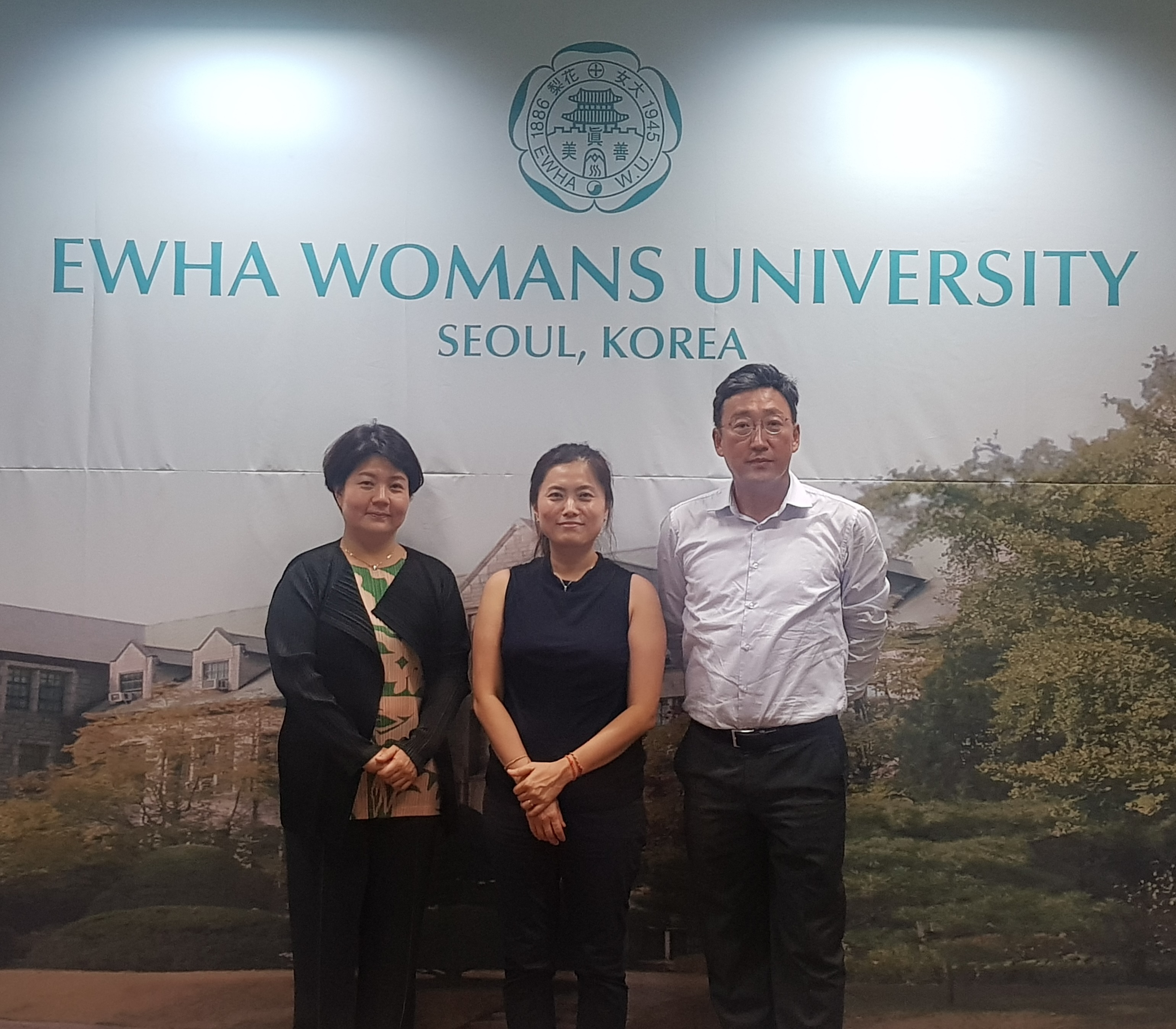 Professor of Korean Language and Literature at University for Foreigners at Siena, Italy visits OIA 첨부 이미지