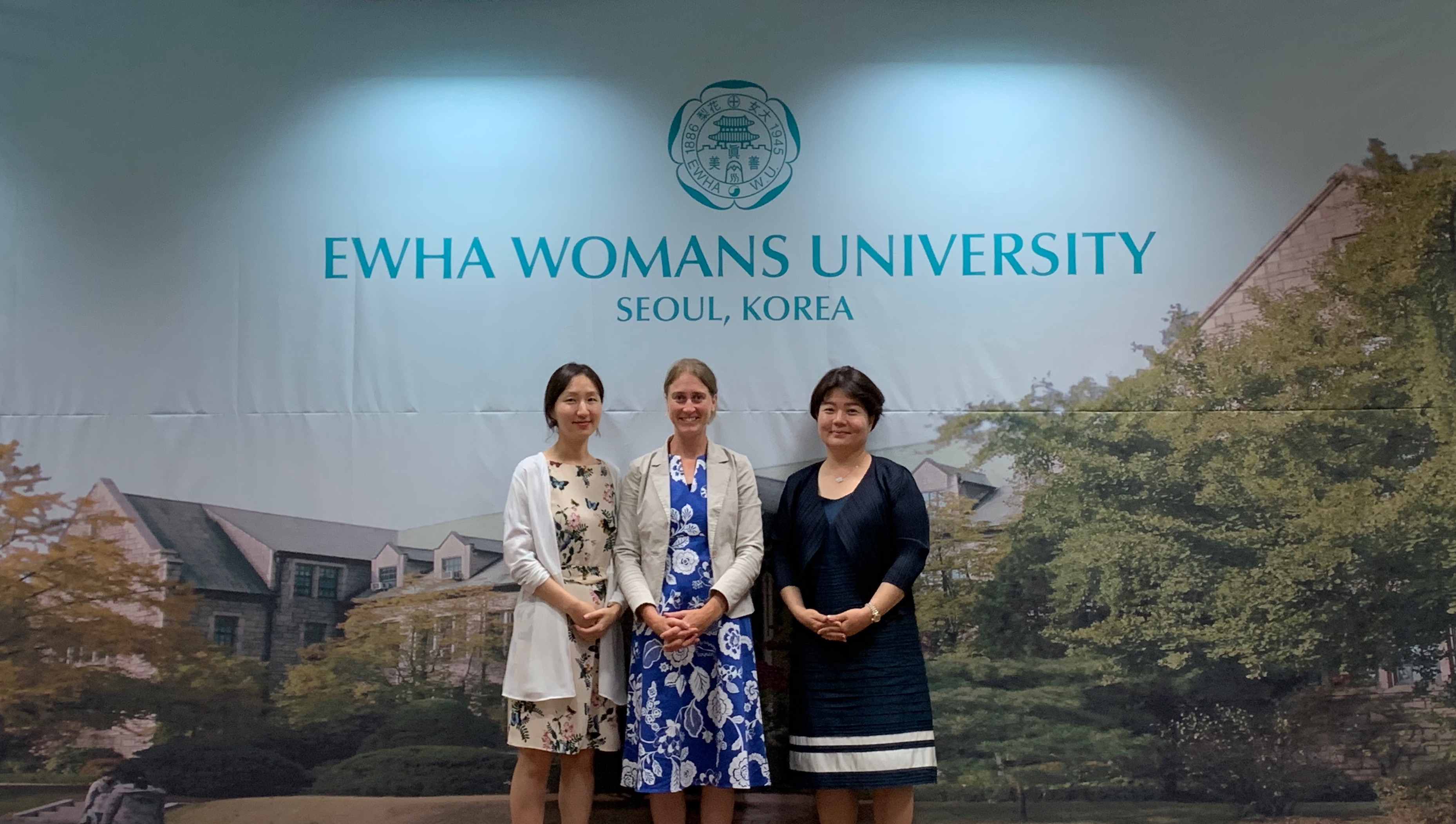 Director of Languages and TESOL at York St John University at York, United Kingdom, visits OIA  첨부 이미지